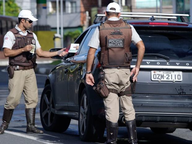 Policiais irão fiscalizar uso de documentos por motoristas nas estradas baianas (Foto: Elói Correa/ Secom)