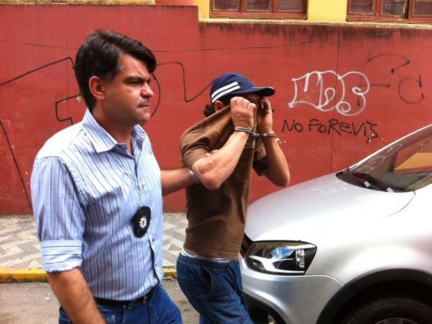Suspeito foi preso com pertences de vítima, disse delegado (Foto: Felipe Truda/G1)