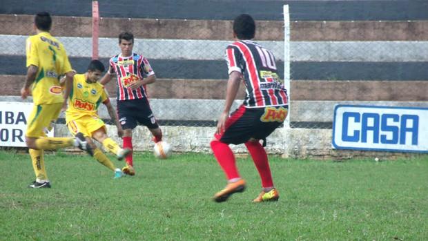 Diogo, do Mirassol, em jogo-treino contra o José Bonifácio (Foto: Vinicius de Paula / Agência Mirassol FC)