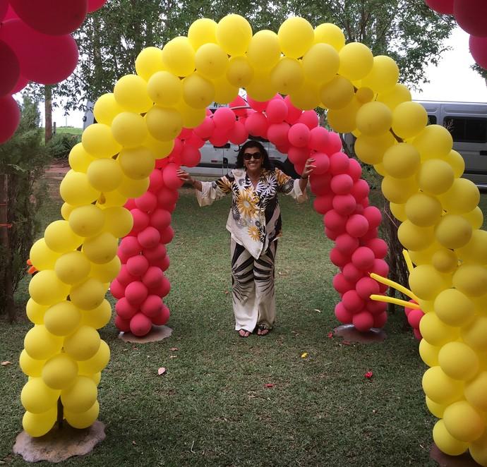 Regina Casé ganhou uma festa surpresa  (Foto: TV Globo/João Januário)