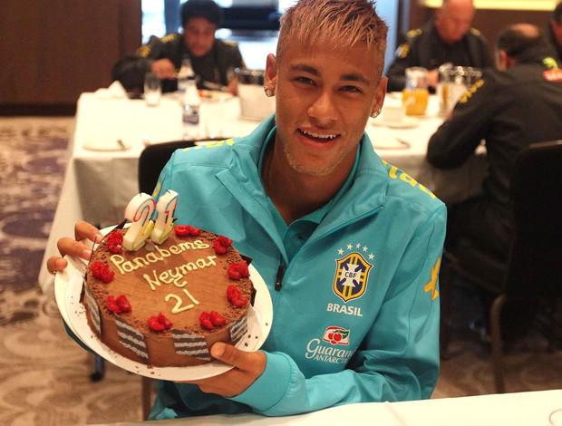 neymar brasil bolo aniversário (Foto: Mowa Press)