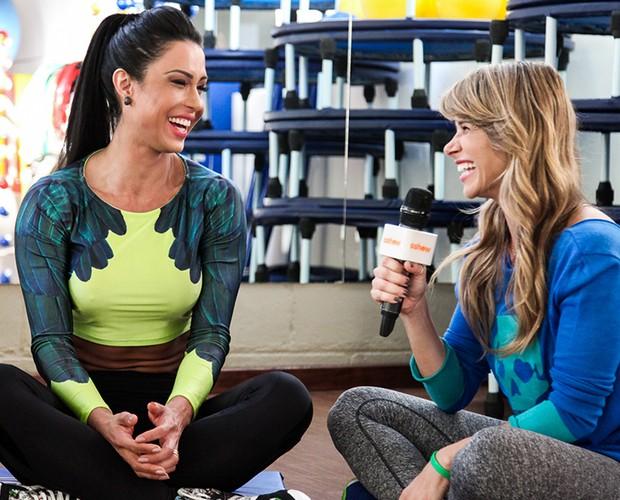 Dany Bananinha conversa com Gracyanne Barbosa (Foto: Camila Camacho/TV Globo)