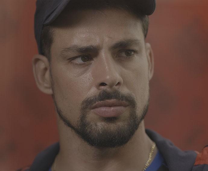 Juliano se revolta com o pai e decide levá-lo para a delegacia (Foto: TV Globo)