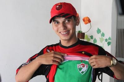 Nilton Junior vai torcer para o Flamengo, mas não esquece o amor pelo Salgueiro (Foto: Emerson Rocha)