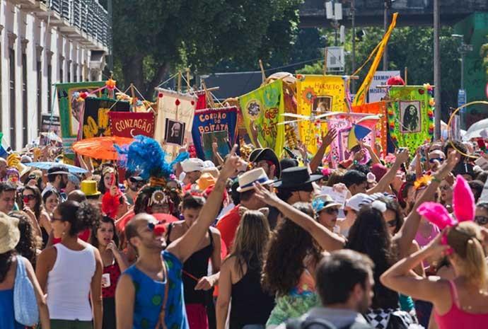 O Cordão do Boitatá completa 19 anos em 2015. Desde 1997, o bloco circula pelos becos do Rio antigo sem usar carro de som