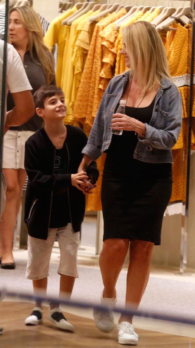 Mari Alexandre com o filho, Záion (Foto: Agnews)