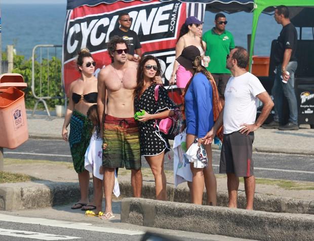 Giovanna Antonelli com família e amigos (Foto: AgNews)