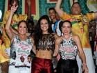 Paloma Bernardi tira onda de barriga de fora em festa na Grande Rio