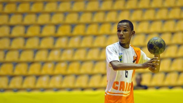 Euzébio Henrique da Silva Piauí supera dificuldades para jogar handebol Olimpíadas Escolares (Foto: Fernando Soutello/AGIF/COB)