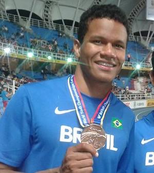 Eberson e seu treinador Nelson Ferreira (Foto: Reprodução/Facebook)