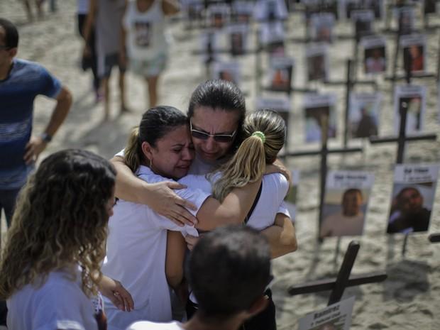 Protesto contra a violência em Copacabana (Foto: Alex Ribeiro/Estadão Conteúdo)