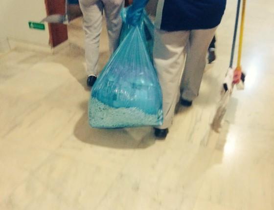 Sacos de lixo retirados do Palácio do Planalto (Foto: Talita Fernandes/Época)