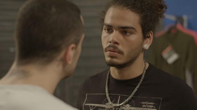 Pedro diz que não quer mais trabalhar na Radical Total, mas Samurai não aceita  (Foto: TV Globo)