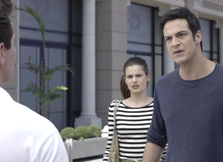 Eric encontra Júlio em frente ao hotel e o enche de desaforos
