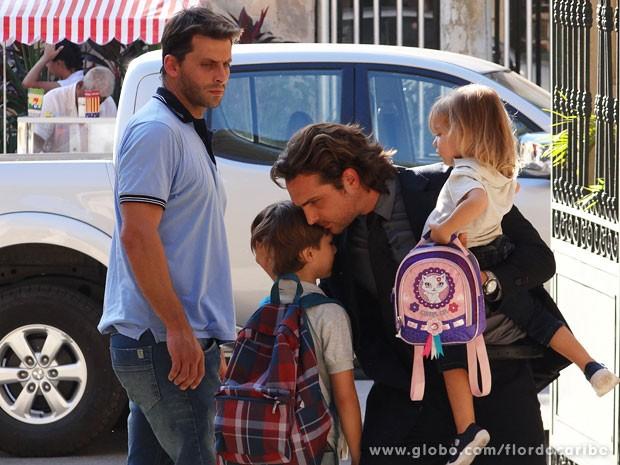 Alberto diz para Samuca que está decepcionado com o menino (Foto: Flor do Caribe / TV Globo)