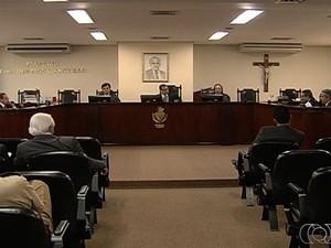 MP pede que servidores suspeitos de nepotismo peçam exoneração do TCE, em GOiás (Foto: Reprodução / TV Anhanguera)