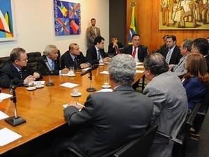O presidente em exercício da Câmara, André Vargas (PT-PR), se reúne com líderes nesta quinta (20) (Foto: JBatista/Ag.Câmara)