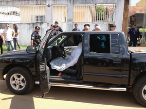 Wallyson foi morto ao estacionar a caminhonete em frente ao local de trabalho (Foto: Ivanete Damasceno/G1)