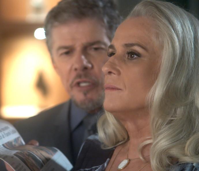 Tião mostra furo de reportagem de Elio à Mág (Foto: TV Globo)