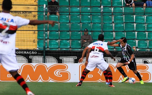 Pablo do figueirense x Atlético-GO (Foto: Emanuel Galafassi / Agência Estado)