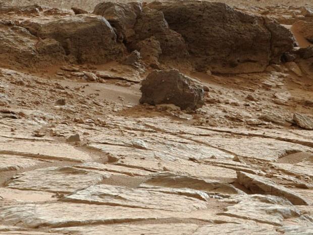Uma rocha marciana analisada pelo veículo explorador de Marte (Rover) Opportunity, contém amostras de barro formado em água não-ácida (Foto: Nasa/AFP)