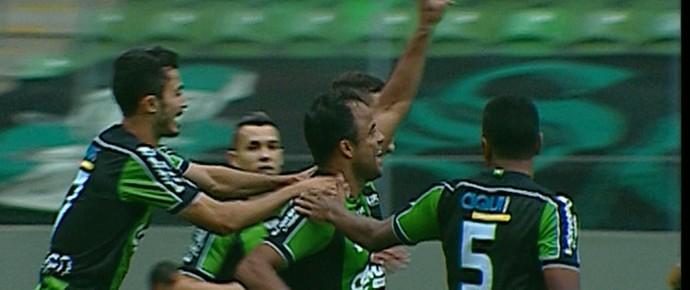 Mancini comemora gol do América-MG (Foto: Reprodução / Premiere)