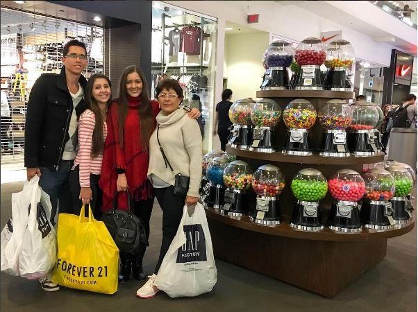 Nana com a família mineira indo às compras em Nova York (Foto: Reprodução/Instagram)