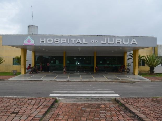 Médicos do Hospital do Juruá paralisaram as atividades por 24 horas na terça-feira (23) (Foto: Vanísia Nery/G1)