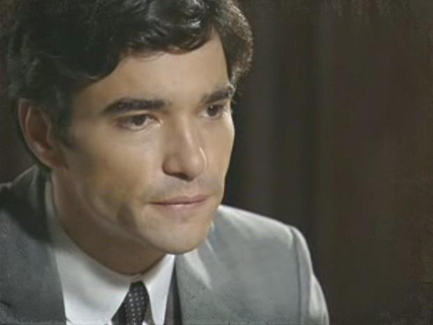 Fernando segue as indicações de Catarina e tem um plano (Foto: Lado a Lado / TV Globo)