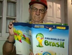 Morador de Cascavel coleciona figurinhas da Copa do Mundo (Foto: Reprodução/RPC TV)