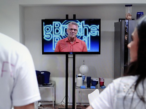 Bial anuncia Valdirene como vencedora da Casa de Vidro (Foto: Amor à Vida/TV Globo)