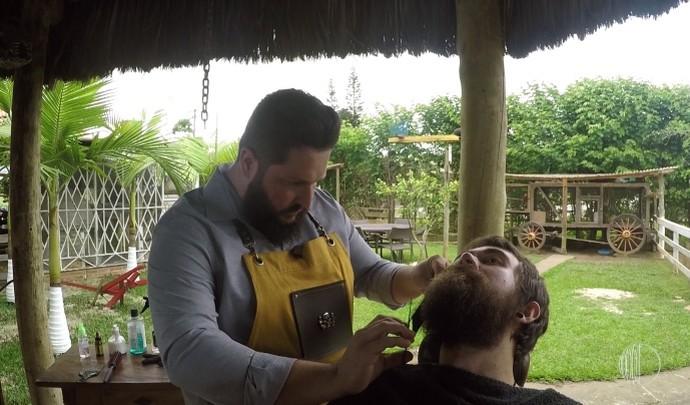 Barboterapia! Baixista da banda Limados ganha tratamento para barba no 'Mais Diário' de verão  (Foto: Reprodução / TV Diário )