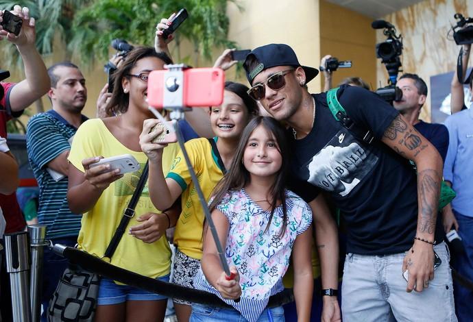Neymar chegada brasil (Foto: Rafael Ribeiro / CBF)