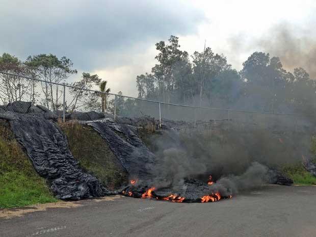 Lava do vulcão Kilauea ameça isolar 9 mil moradores na Ilha Grande do Havaí. (Foto: Serviço Geológico dos EUA / Via AP Photo)