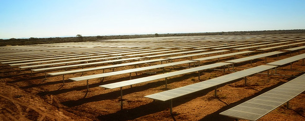 Projeto de usina deve cobrir 178 quilômetros quadrados e ter 3 milhões de painéis (Foto: Divulgação/Acciona)