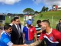Com prefeito na plateia, Soares escala Douglas e Kieza entre os titulares
