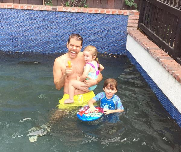 O blogueiro Perez Hilton com seus filhos (Foto: Instagram)