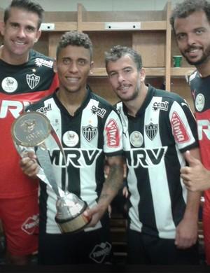 Jogadores do Atlético-MG com a taça do Torneio da FLórida (Foto: Reprodução / Instagram)