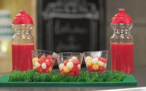 Salada de frutas em formato de bolinhas