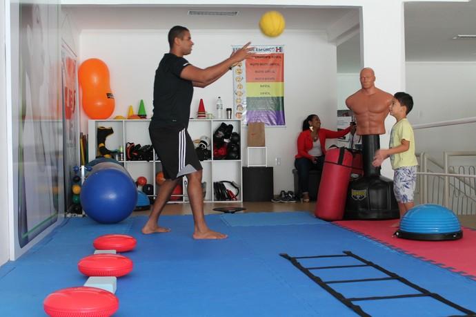 Treinamento funcional com crianças (Foto: Amanda Lima)