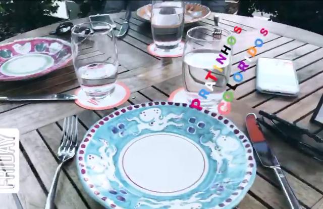 Sasha se encantou com os coloridos pratos do restaurante Santina (Foto: reprodução/instagram)