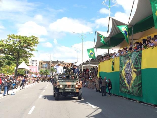 G1 - Público lota arquibancadas para assistir ao desfile militar em ... 23d221da76f26