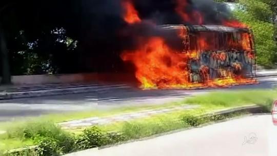 Ônibus voltam a circular em Fortaleza após ataques que destruíram 14 veículos