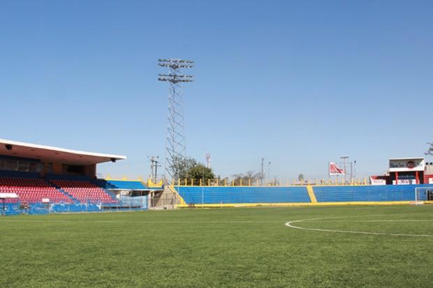 No fim de 2011, o campo de deslocados foi fechado e o estádio voltou a receber jogos de futebol. Atualmente, ele é usado para jogos entre equipes haitianas e da seleção nacional (Foto: Renato Machado/G1)
