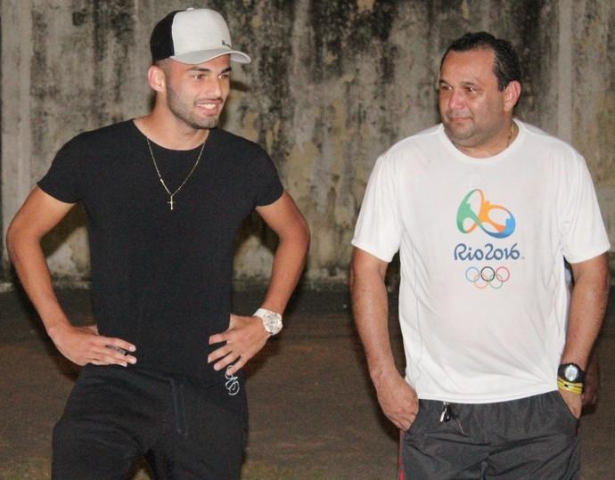Thiago Maia conversou com crianças no Estádio Ribeirão, local onde por muito tempo atuou em RR (Foto: Imagem/Tércio Neto)