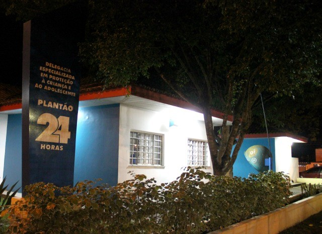Os pais foram levados à Depca e indiciados por maus tratos (Foto: Sérgio Rodrigues/ G1 AM)