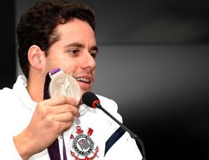 Thiago Pereira durante coletiva de natação com medalha de prata (Foto: Mauro Horita / Ag. Estado)