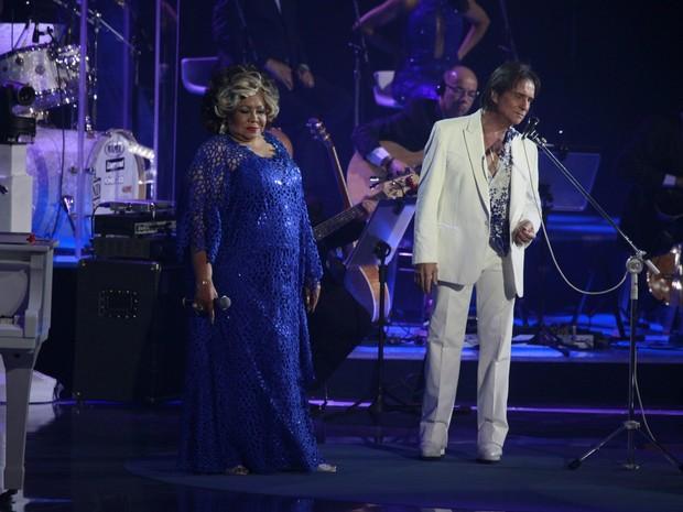 Alcione canta com Roberto Carlos em show no Rio (Foto: Isac Luz/ EGO)