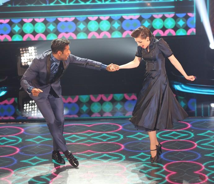 Sophia Abrahão faz de tudo, até flutua no palco! (Foto: Carol Caminha / Gshow)