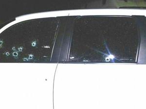 Mulher foi baleada na madrugada desta sexta-feira (10) (Foto: Divulgação/PM)